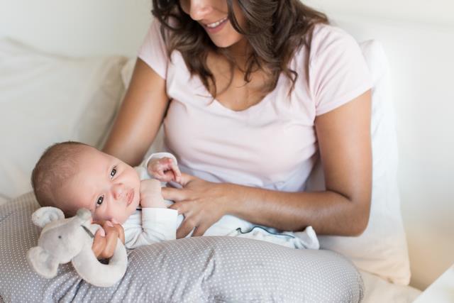 малыш с матерью